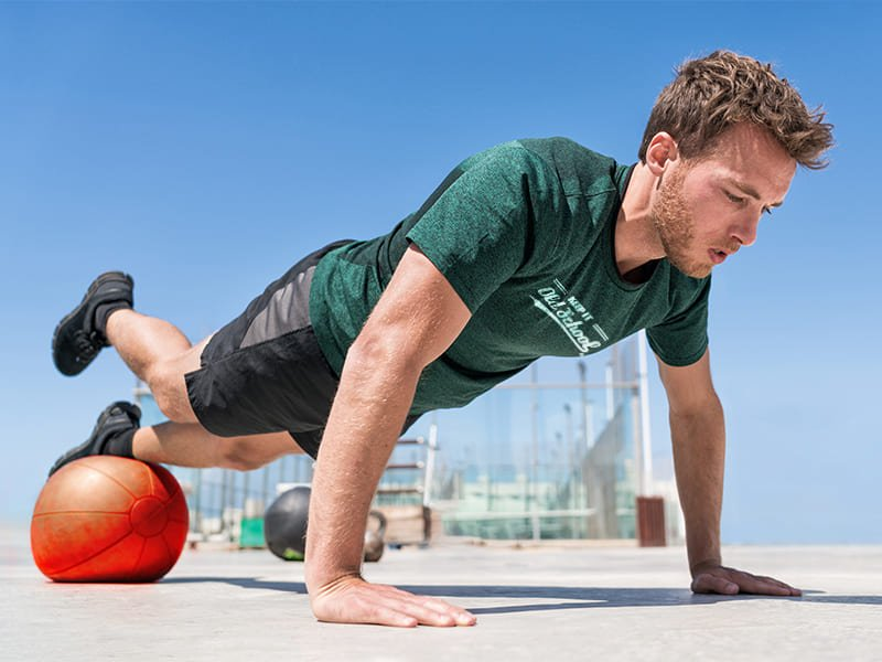 Push up with single leg raise