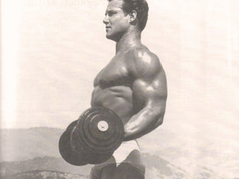 Steve Reeves power walking while lifting