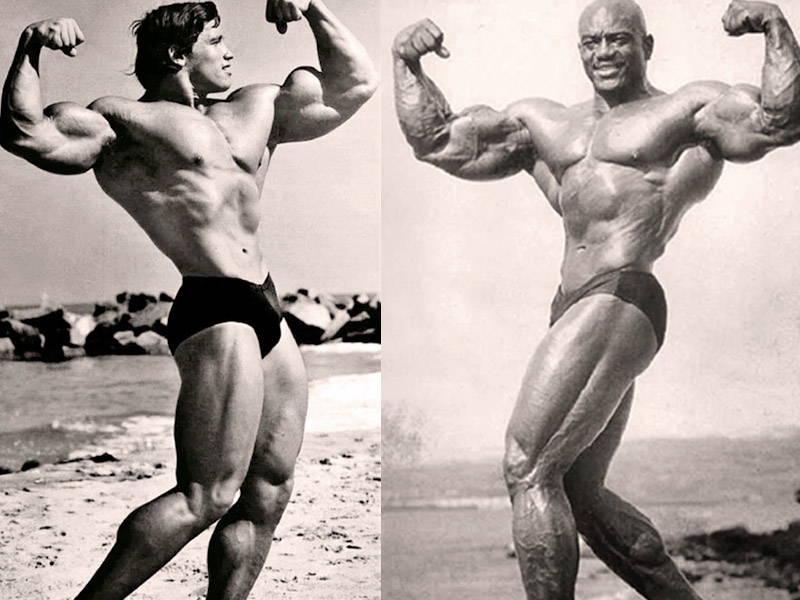 Sergio Oliva and Arnold Posing On Beach